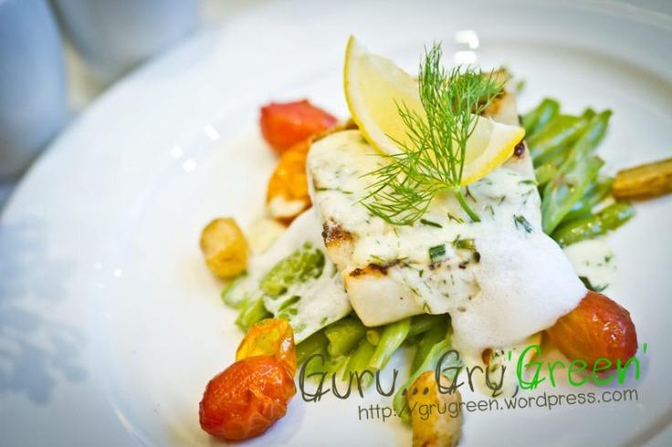 ปลากะพงแดงทอดกับซอสครีมผักชี กูร์เมท์เฮ้าส์ by GuruGruGreen