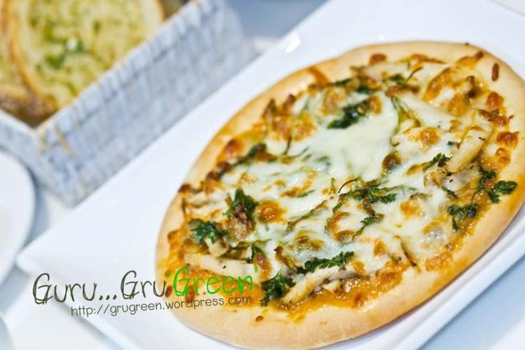 พิซซ่าหน้าไก่สะเต๊ะ_Chicken_Satey_Pizza